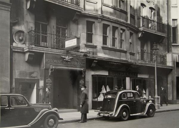 http://www.julianlass.com/files/gimgs/184_1940srestaurantshotels02maryevans.jpg